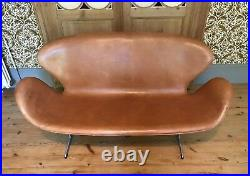 Original Leather, Early Swan Sofa by Arne Jacobsen Manufacture Fritz Hansen